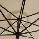 Parasol Lacanau Soie Greige 350 cm Bois Manivelle : détail de la manoeuvre par manivelle vu de dessous