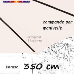 Parasol Lacanau Ecru Nature 350 cm structure Bois et manœuvre par manivelle : détail du fourreau de la toile en bout de baleine