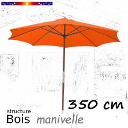 Parasol Lacanau Orange 350 cm structure Bois et manœuvre par manivelle : ouvert sur terrasse